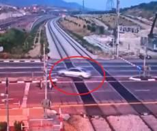 על פסי רכבת: כך נמלט נהג רכב מהשוטרים