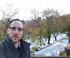 כותב השורות בשלג במנהטן
