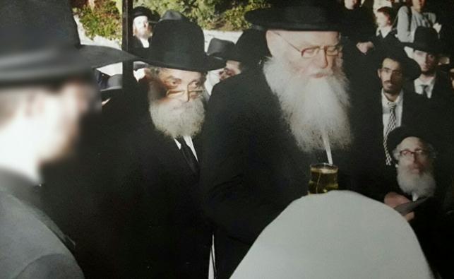 """הגר""""ב רוזנברג זצ""""ל, ראשון משמאל, בחתונה"""