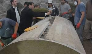אחרי ההצתות:  עשרות שיפצו את קבר יוסף