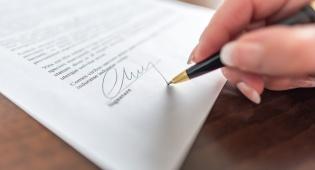 תוקפו ההלכתי של חוזה שכירות דירה או משרד