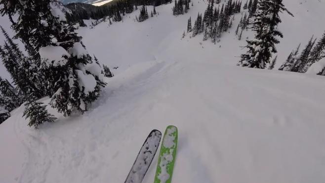 יש לכם אומץ? סקי הרים במסלול תלול  • צפו