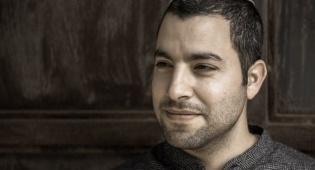 עומרי כהן נוגע בדאגה למשפחה בשיר חדש