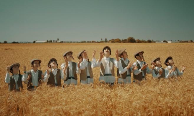 ילד הפלא בנצי קלצקין ומקהלת חסידימלעך: ברכת המזון