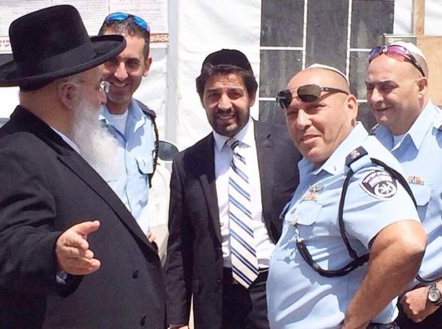 מירון: קציני המשטרה הגיעו לקבל את ברכת המקובל