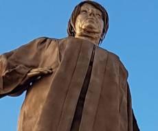 """הפסל המוזהב - הפסל של נאור - קמפיין נגד דיקטטורת בג""""ץ"""