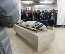 תיעוד דומע: מאות בהלווית יצחק הולצברג