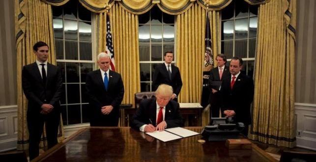 טראמפ חותם על צו נשיאותי