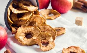 צ'יפס תפוחי עץ וקינמון ביתי שכיף לנשנש - צ'יפס תפוחי עץ וקינמון ביתי שכיף לנשנש