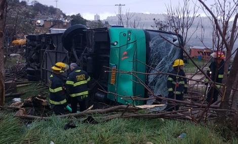 אוטובוס התהפך בי-ם: רק הנהגת נפצעה