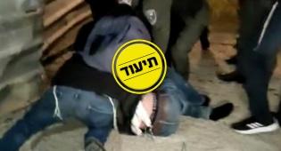 2 בלשים הותקפו בידי עשרות מפגינים; צפו
