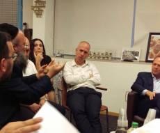 """הפגישה בלשכת ראש העיר ניר ברקת - הורי ת""""ת 'סנהדרין' נפגשו עם ברקת: 'מוכנים להיכנס לכלא'"""