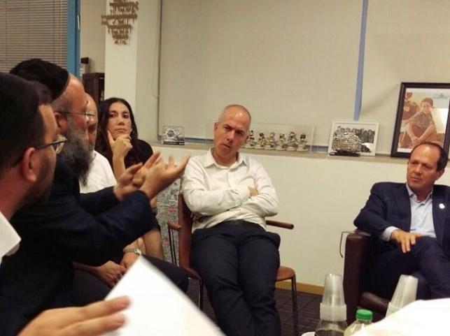 הפגישה בלשכת ראש העיר ניר ברקת