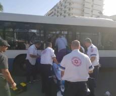 """פינוי האישה בוולפסון - איבדה הכרה ופונתה עם האוטובוס לבי""""ח"""