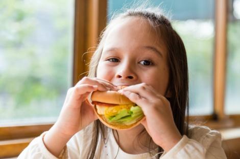 היא תאכל הכל ותבקש עוד! - כך תגרמו לילדים לאכול ארוחת עשר בריאה ומזינה