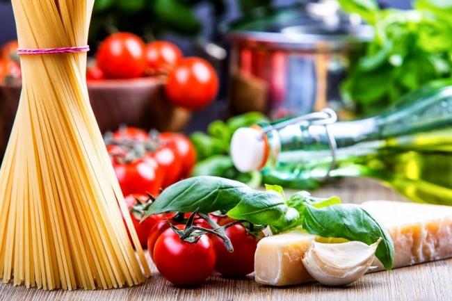 פסטה ברוטב בזיליקום ועגבניות בסיר אחד