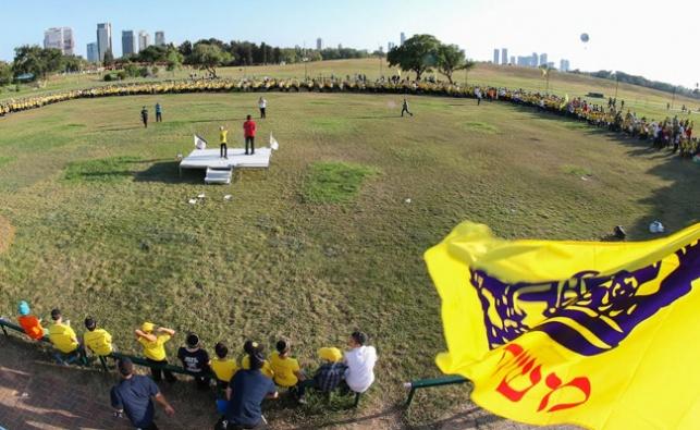 """פארק המים נצבע בצהוב: יום הכיף של ילדי חב""""ד"""