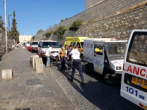 זירת הפיגוע בירושלים - שני ישראלים נורו ונפצעו אנושות, שלושה מחבלים נוטרלו