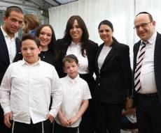 טוקר, בני משפחתה ושרת המשפטים - 'מעורר השראה': חוי טוקר הושבעה לשופטת