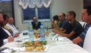 ליצמן והמתמחים בבית מנחם גישיד. צילום: יואל לוי