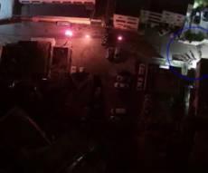 """תיעוד מרחפן: יידו בקת""""בים לעבר השוטרים"""