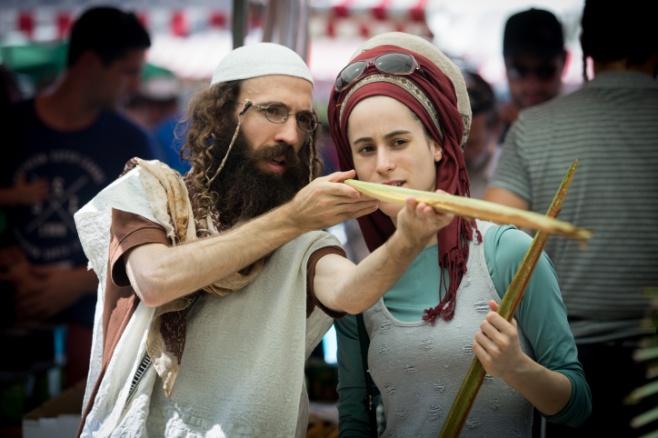 מתכוננים לסוכות בירושלים ובתל אביב • צפו