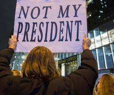 הפגנה נגד טראמפ. ארכיון - מיליונים יצאו להפגין נגד דונלד טראמפ