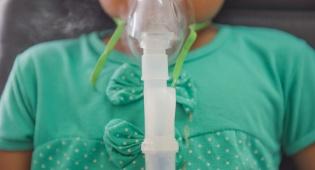 תינוק אושפז עם שעלת לאחר שלא חוסן