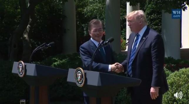 טראמפ והנשיא הדרום קוריאני