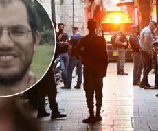 """עדיאל הי""""ד על רקע זירת הפיגוע - נרצח פיגוע הדקירה: עדיאל קולמן הי""""ד"""