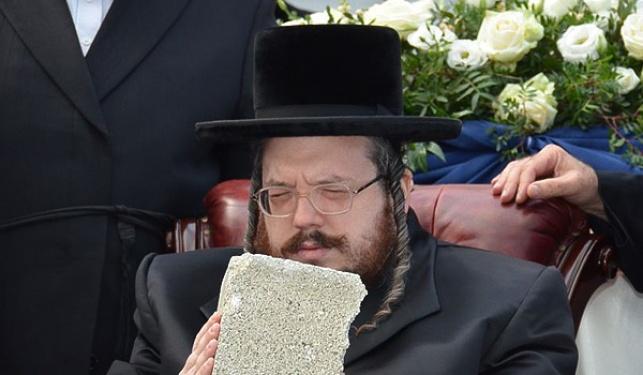 """הרב אהרון מרדכי רוקח, בן האדמו""""ר מבעלזא במעמד הנחת אבן הפינה"""