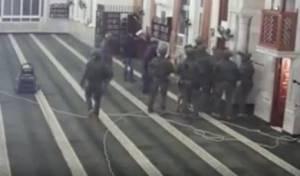 """צפו: לוחמי ימ""""מ פורצים למסגד ברמאללה"""