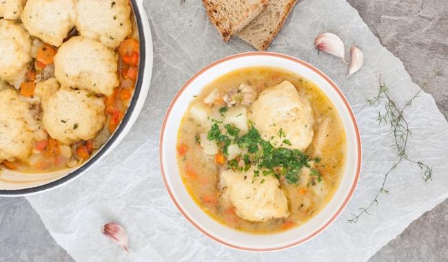 מרק עוף וקניידלעך מחמם - גרסת העצלנים