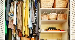 טיפים לאחסון בגדי החורף וארגון הארון לקיץ