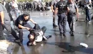 השוטרים, המפגינים והאלימות • צפו בווידאו