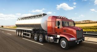החליק ממדרגות המשאית - תאונת דרכים? אילוסטרציה - עלה למשאית בשביל לנטרל אזעקה ונפל: תאונת דרכים?