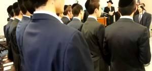 תלמידי הישיבה שרו את ההמנון האמריקאי