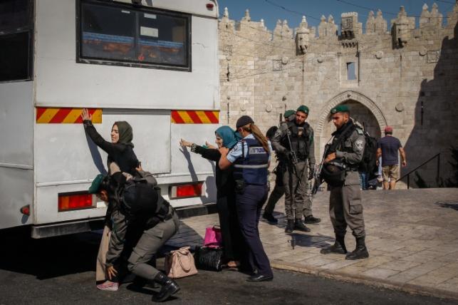 ערבים ושוטרים בשער שכם, אילוסטרציה