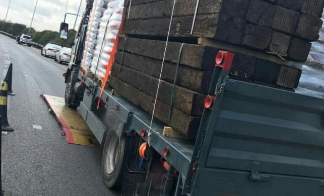 המשאית נעצרה עם 4.4 טון מעל המותר