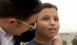 הילד הפלסטיני החולה מכור לשיר החסידי