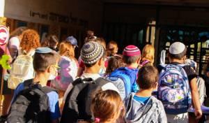 תלמידים חוזרים לספסל הלימודים