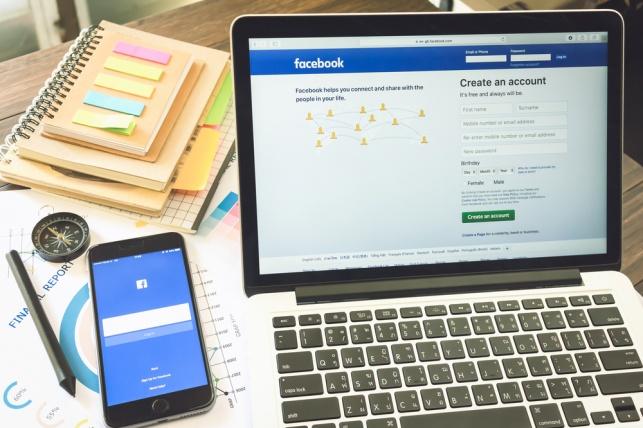 הגארדיאן: פייסבוק תתעלם מהכחשת שואה