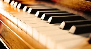 מורה לפסנתר לא הוחזרה לקונסרבטוריון אחרי חופשת הלידה, ותפוצה