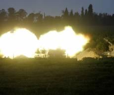 """טנק צה""""לי יורה - צה""""ל תקף בירי טנקים עמדות חמאס בעזה"""