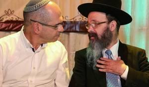 רב העיר הרב מיכה הלוי עם ראש העיר איציק ברוורמן