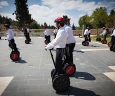 בחורים בחופשת בין הזמנים בירושלים - התחזית: נאה עם עלייה קלה בטמפרטורות