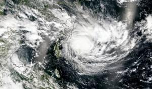 """הוריקן """"מייקל"""" התחזק: מאות אלפים נמלטו"""