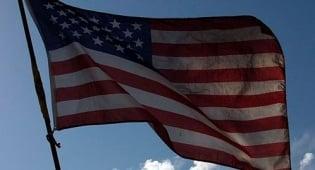 """דגל ארה""""ב - """"אשרו התקציב, ולא - אין משכורת"""""""