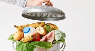כיצד להפסיק לזרוק אוכל, אחת ולתמיד