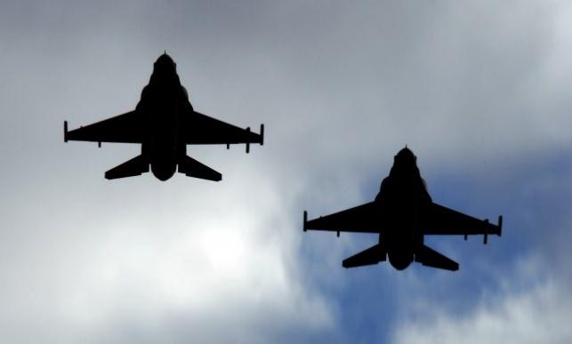 מטוסי F-16 באוויר